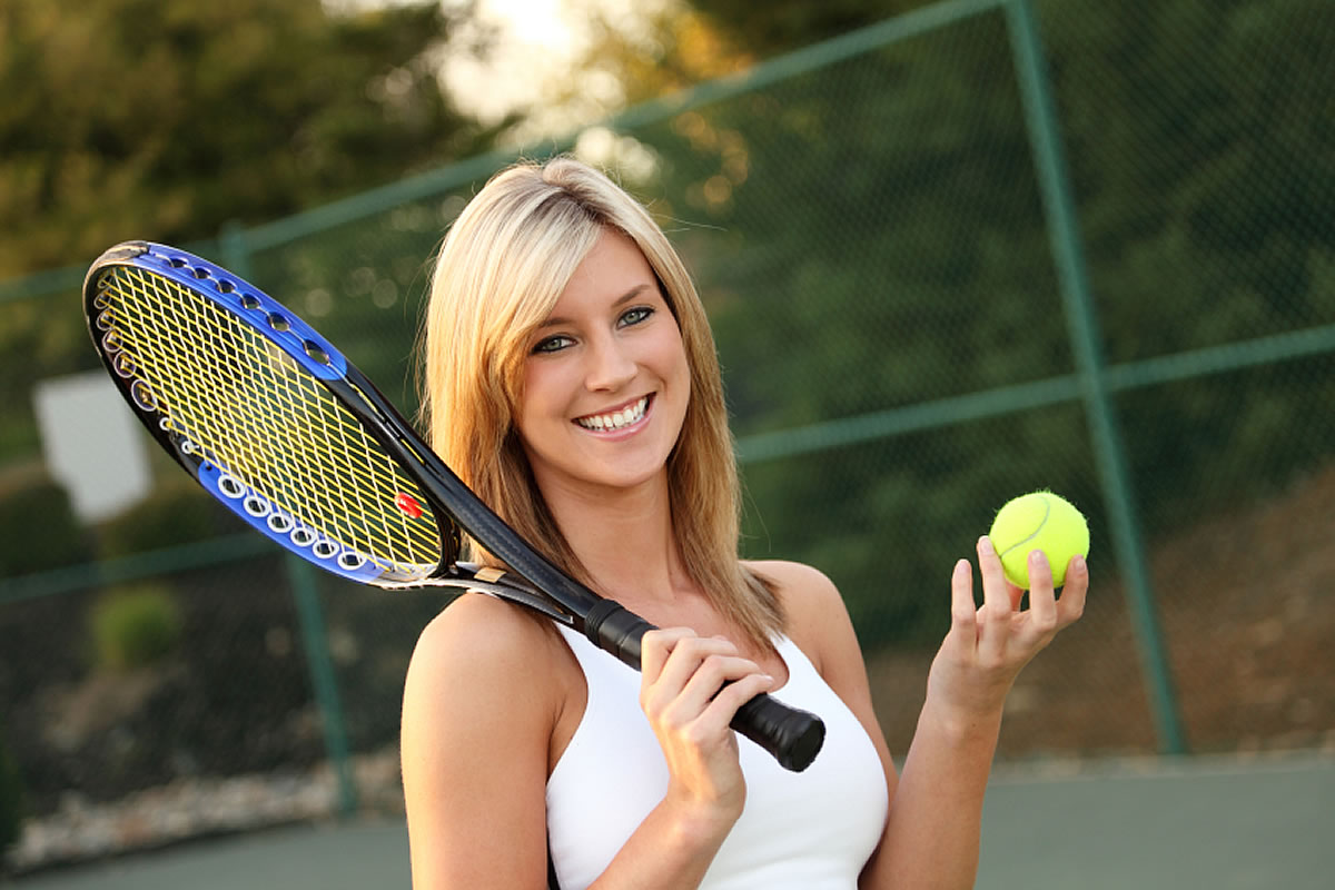 Tennis course with a young girl